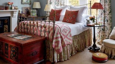 Emma Burns of Sybil Colefax & John Fowler on how to choose and style a bed | How To | House & Garden